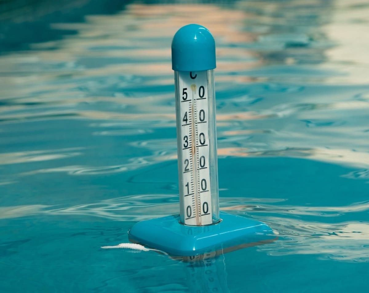 Un termómetro flotante